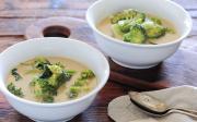 Brokolicová polévka sbramborem